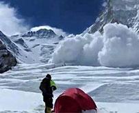 雪崩失联中国游客脱险